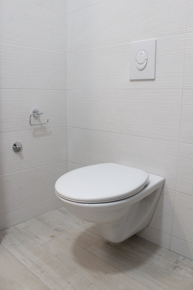 Dealing with plumbing leaks at home